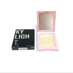 KYLIGHT. Kylie Cosmetics Ice Me Out Pressed Powder